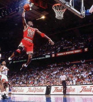 Michael-Jordan-Dunk-10